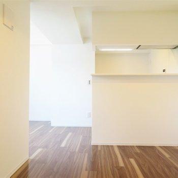 カウンターの位置が高いですね※写真は5階同間取り別部屋のものです