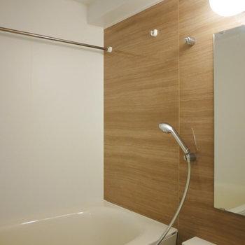 浴室は追い炊きと乾燥機付き! (※写真は4階の同間取り別部屋のものです)