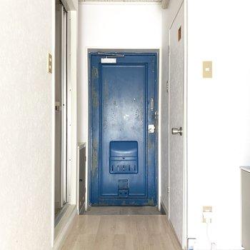 白に青が映えるな〜空みたい。(※写真のお部屋は清掃前のものです)
