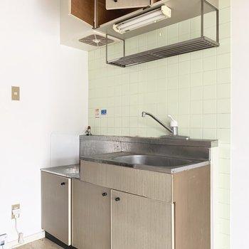 キッチンは横に冷蔵庫置けるかな。(※写真のお部屋は清掃前のものです)