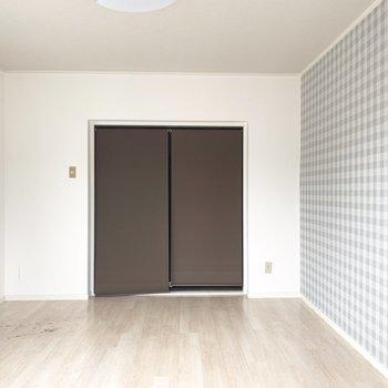 ロールアップカーテンでキッチンと空間をしっかり分けて○(※写真のお部屋は清掃前のものです)