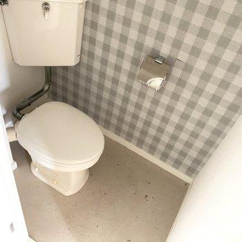 トイレまでギンガムチェック!(※写真のお部屋は清掃前のものです)