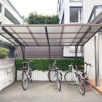 駐輪場は屋根付きで雨の日も安心○
