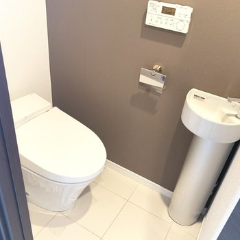 トイレは手洗い付き!