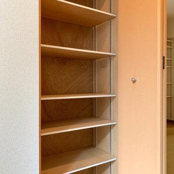 シューズボックスも2人分しっかり入りそう。※写真は1階の同間取り別部屋のものです