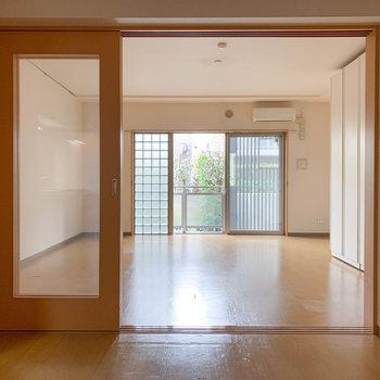 【DK】扉を開けたままにして、広い一部屋として使うのも良いなあ。※写真は1階の同間取り別部屋のものです
