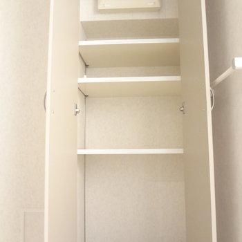 水回りの近くに収納スペースが。これは助かる。※写真は3階の同間取り別部屋のものです