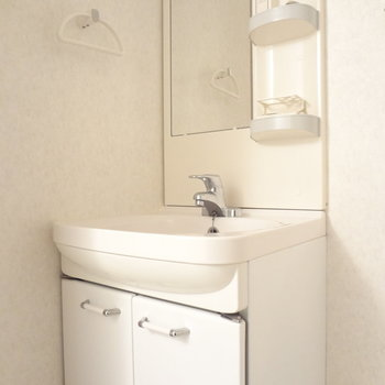 洗面台はドレッサータイプで使いやすそう。※写真は3階の同間取り別部屋のものです