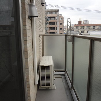 こちらは広めのバルコニー。洗濯物はここへ干すのがよさそう。※写真は3階の同間取り別部屋のものです