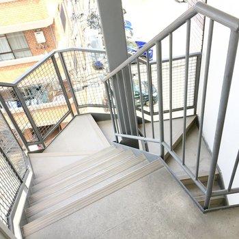 共用部】階段はこんな感じ。