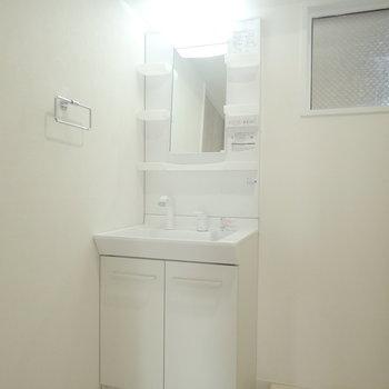洗面台も新しいものに