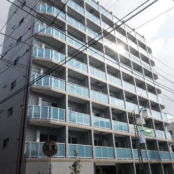 通行人の方もこの建物に目が行ってました。