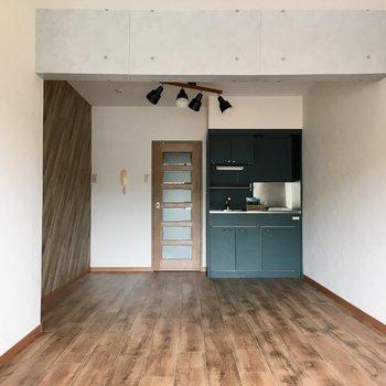 お部屋は長方形型。家具の配置もしやそうだね。