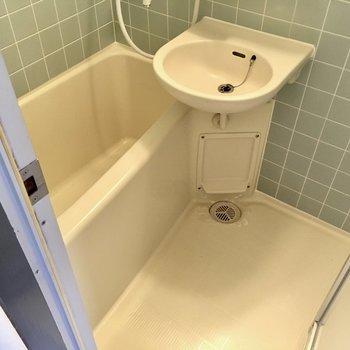 お風呂は2点ユニット。お掃除は楽ちん!