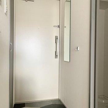 床もデザインされて、鏡もあります。※写真は通電・クリーニング前のものです