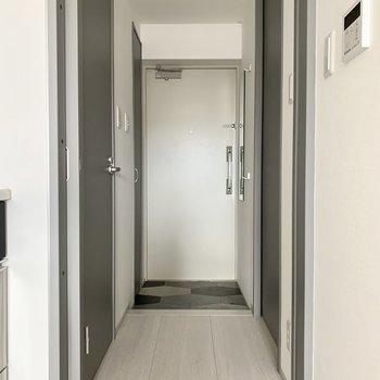 廊下に行きましょ〜※写真は通電・クリーニング前のものです