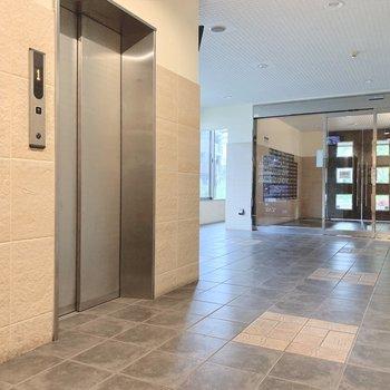 エレベーターは2基あるので、忙しい朝も待ち時間少ない。