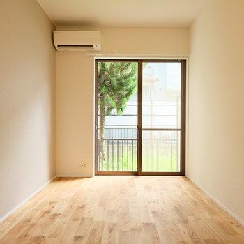 無垢床をゆったり使える間取りになってますよ◎※写真は似た間取りの別部屋のものです