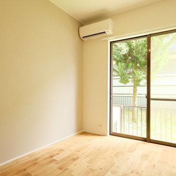 緑の見える優しい雰囲気のお部屋!※写真は似た間取りの別部屋のものです