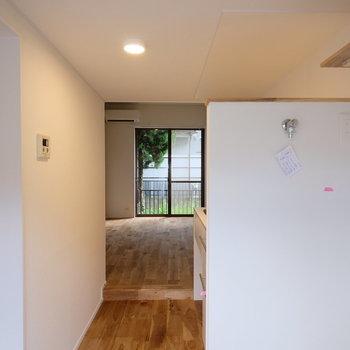低い天井の玄関から、高い天井のお部屋に入ったときのギャップが格別!※写真は似た間取りの別部屋のものです