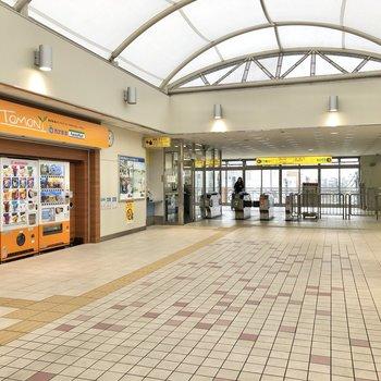 駅構内は開放的。