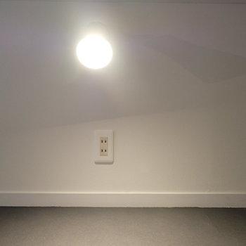 コンセントもちゃんとありますよ◎※写真は似た間取りの別部屋のものです