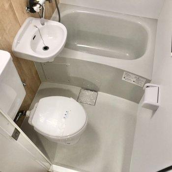 シャワーでまとめてお掃除ができる3点ユニット。