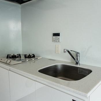 【3F】大理石調の調理台がキュート。※写真は通電前のものです