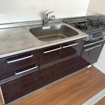収納も、調理スペースもゆったり〜(※写真のお部屋は清掃前のものです)