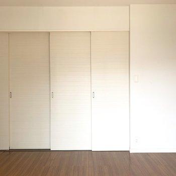 洋室とリビングは引き戸で仕切っても○(※写真のお部屋は清掃前のものです)