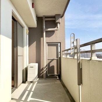 バルコニーは幅もしっかり!※写真は10階の同間取り別部屋のものです