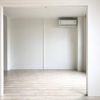 スクリーンをあげてエアコンの風をお部屋全体に行き渡らせよう。