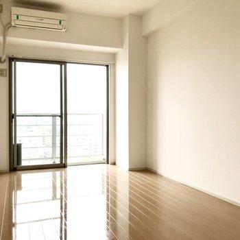 階段上がって左が7帖の洋室。エアコンもテレビ線もあるし、子ども部屋にぴったり。