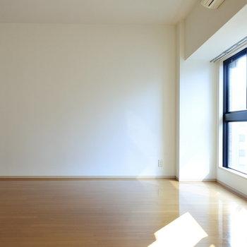 どんな家具置く?わくわく。。※写真は6階の反転間取り別部屋のものです