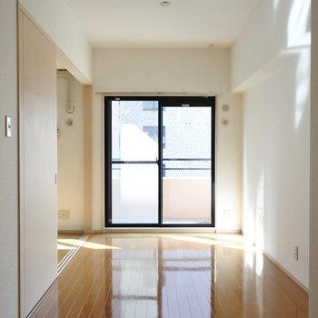 すっきりしたお部屋※写真は6階の反転間取り別部屋のものです