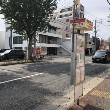 目の前のバス停から、天神・博多へも1本で!