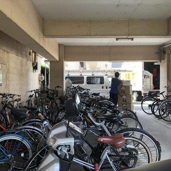 自転車置き場は雨に濡れないように!