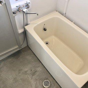 お風呂は段差に注意です。