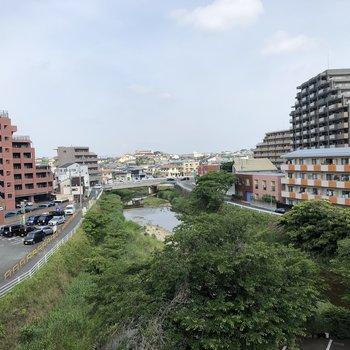 共用廊下からは樋井川が!