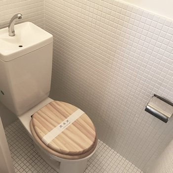 トイレもタイル貼りでかわいい〜!ナチュラルな木の蓋も好き♡