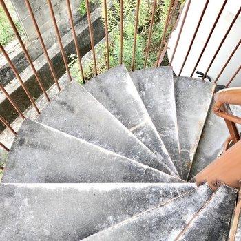 螺旋階段を登って我が家へ!ドラマちっくだ。