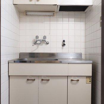 キッチンはレトロスタイルだからかわいいキッチン雑貨で彩りをプラスしてみて♩※写真は1階の同間取り別部屋のものです