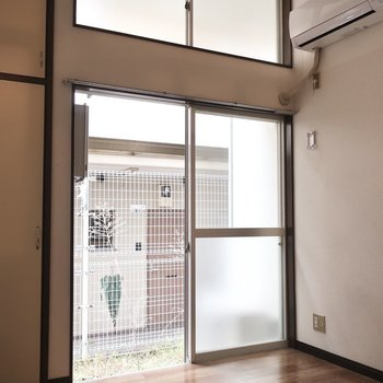 天井が高いから、窓は多めにつけときましたっ(ドヤ)※写真は1階の同間取り別部屋のものです