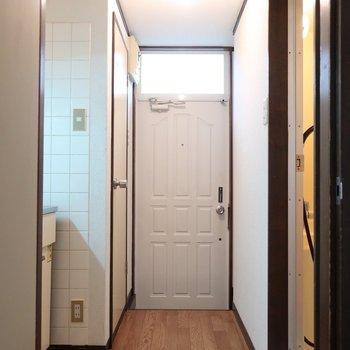玄関ドアはホワイトチョコ的な♩※写真は1階の同間取り別部屋のものです