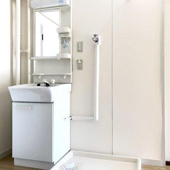 綺麗!大きめの洗濯機も置けちゃうね。