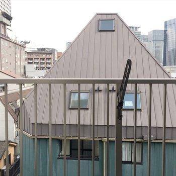 眺望、奥の方には梅田の景色。(※写真は5階のお部屋からの眺望です)