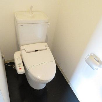 その奥にはトイレが(※写真は8階の同間取り別部屋のものです)