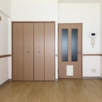 扉にはペットドアが!