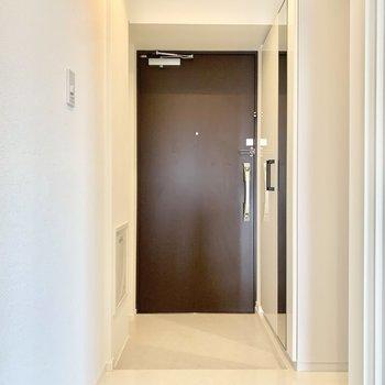 ちょうどいい広さの玄関です。 (※写真は6階の同間取り別部屋のものです)