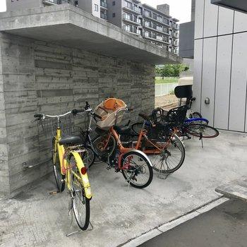 自転車はここへ